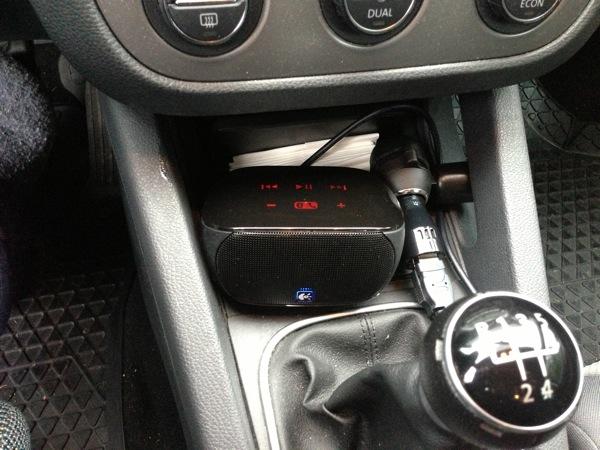 Mini Boombox im Auto