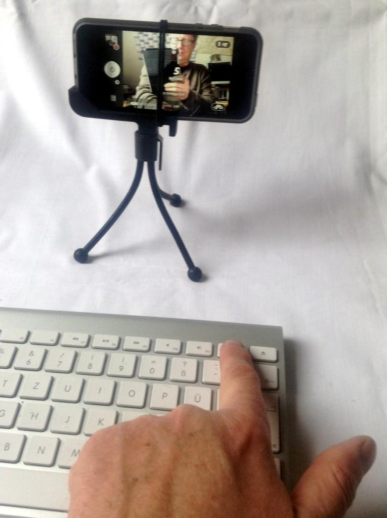 Fernauslösung der iPhone-Kamera mittels Laut-Leise-Tasten auf der Bluetooth-Tastatur