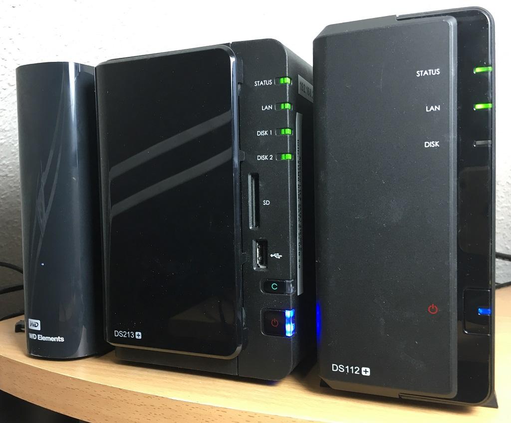 Meine 2 Synology NAS DS213+ und DS112+ sowie eine 5TB-Backup-USB-Festplatte.